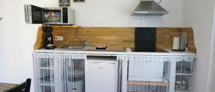 La cuisine du studio à louer pour cure à Lamalou les Bains
