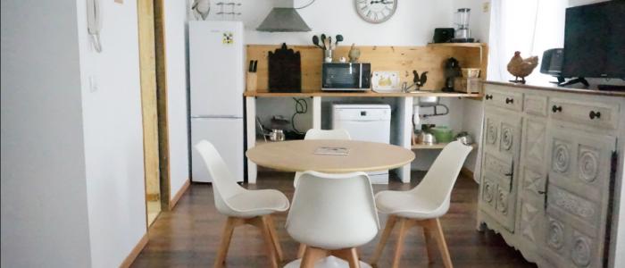 salle à manger et cuisine des appartements à louer pour cure et vacance à Lamalou les Bains