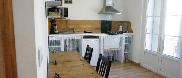 La cuisine et le sallon salle à manger du studio à louer pour cure à Lamalou les Bains
