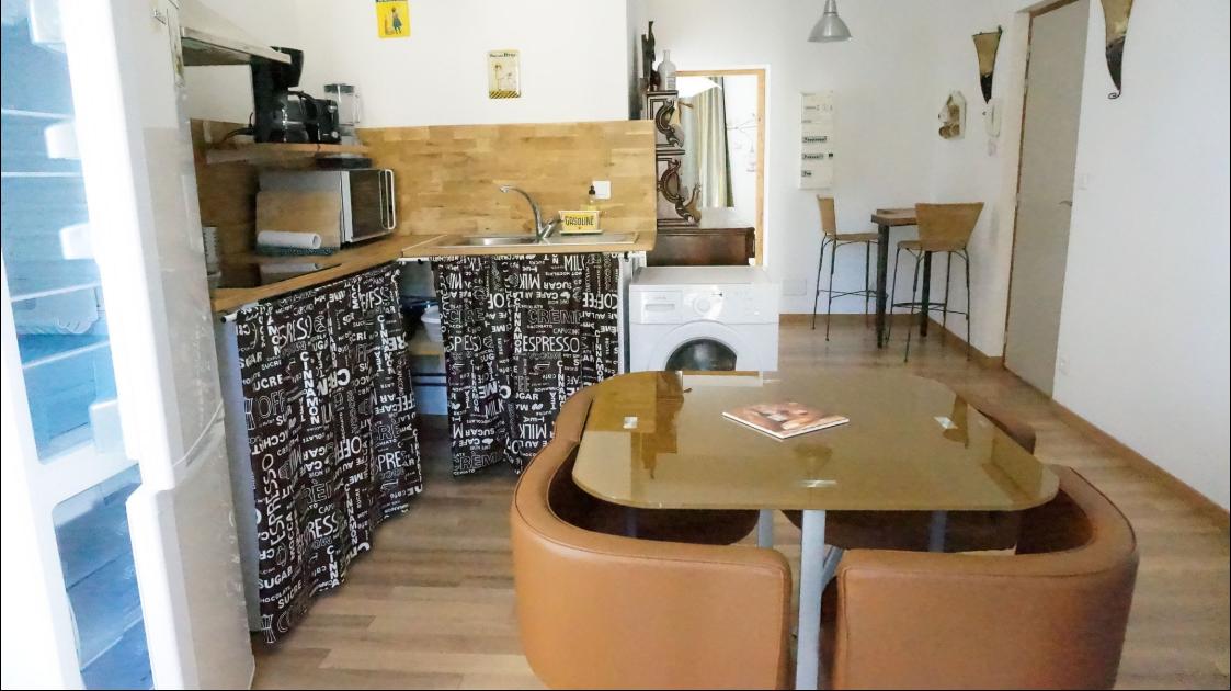 Salon cuisine d'un des appartements curiste à Lamalou les Bains