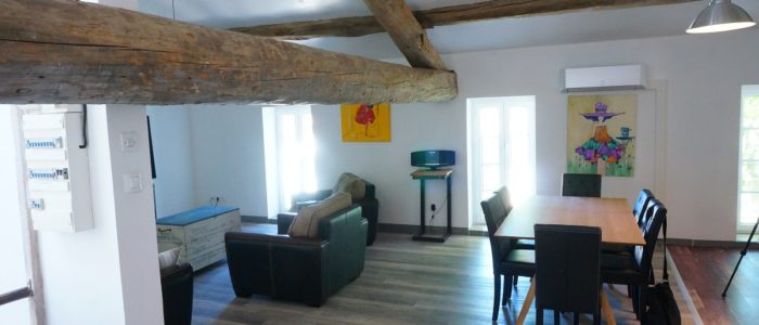 photo du salon du loft à louer pour cure et vacance à Lamalou les Bains
