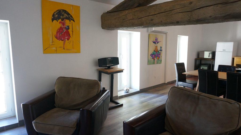photo du loft prise depuis le salon à louer pour cure et vacance à Lamalou les Bains