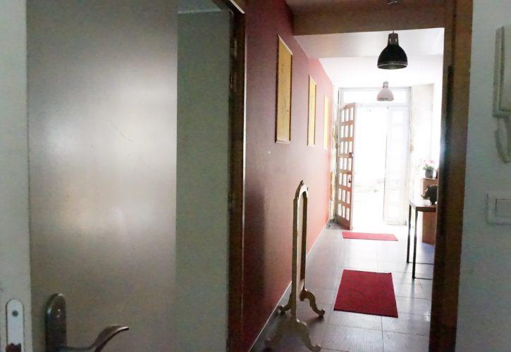 Entrée de l'immeuble de l'annexe, appartements pour cure à Lamalou les Bains