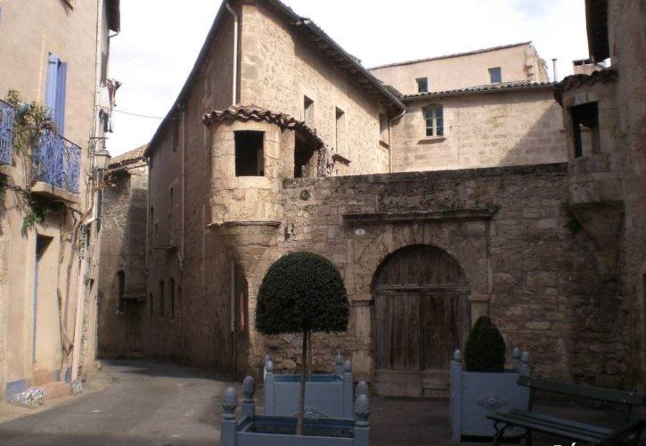 Pezenas Place
